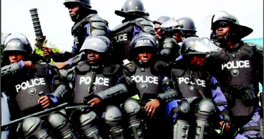 Delta-policemen-police-Isimbido-tv-Helmet